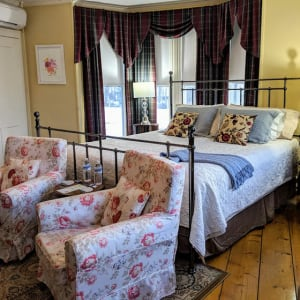 Dahlia Room