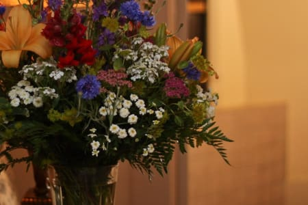 Add sesaon flowers to your reservation