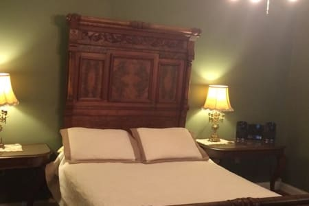 Inn Rooms Victorian Suite 2 Queen Beds 2nd Floor Main House