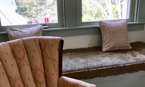 sitting area in katahdin room
