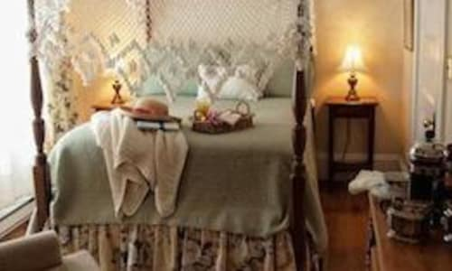 Picture of four poster bed