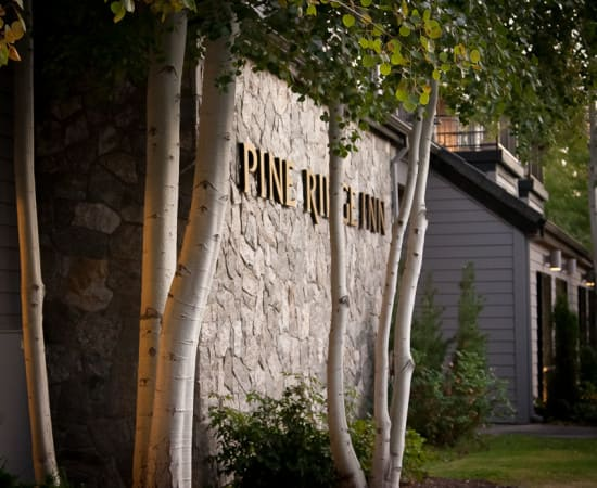 Pine Ridge Inn boutique hotel in Bend Oregon