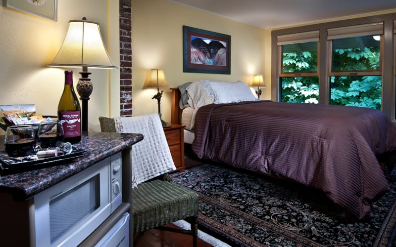 Meadowlark Room at the Old Parkdale Inn