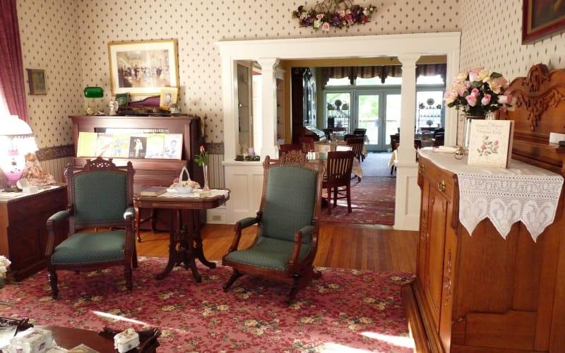 JERSEY SHORE GETAWAY AT THE J. D. THOMPSON INN BED AND BREAKFAST NEAR LONG BEACH ISLAND, NEW JERSEY