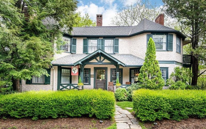Featured Inn: Pinecrest Bed & Breakfast