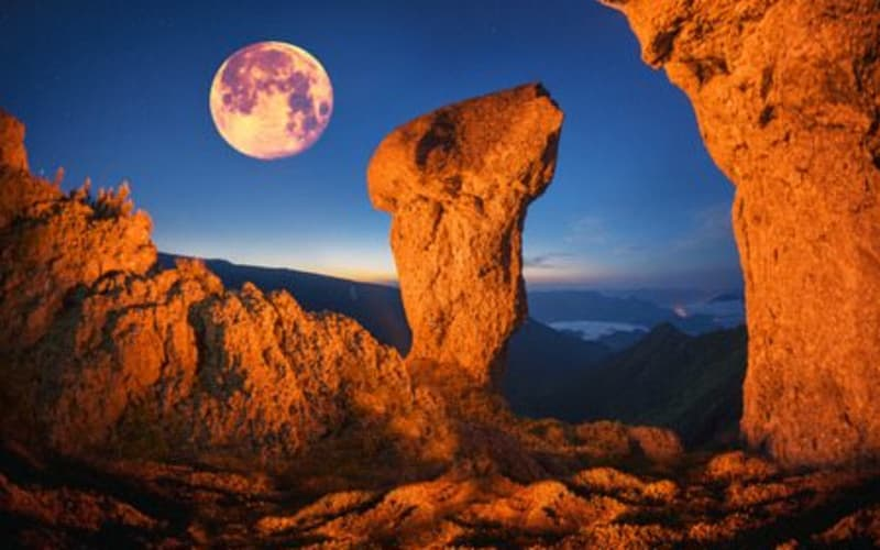 Book Your Stay for Red Rock Fantasy and Lighting of the Luminarias