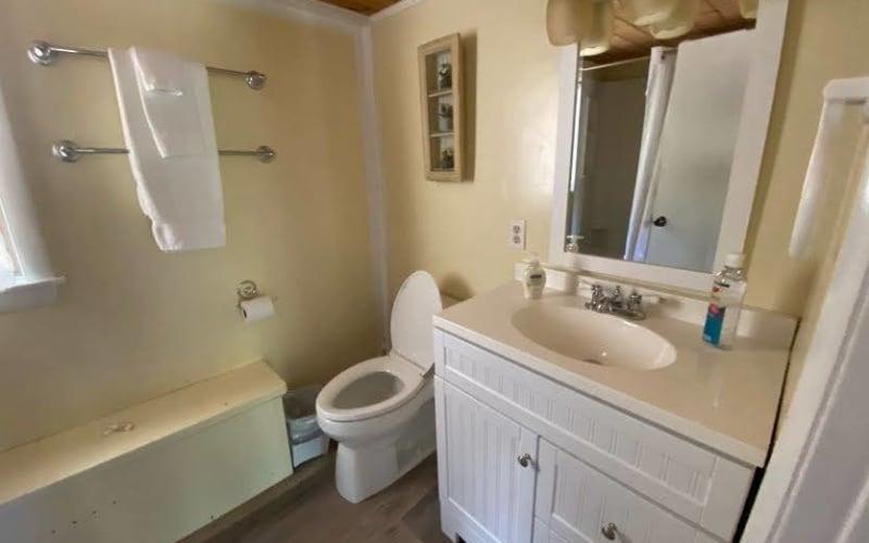 Ice House First Floor Bathroom