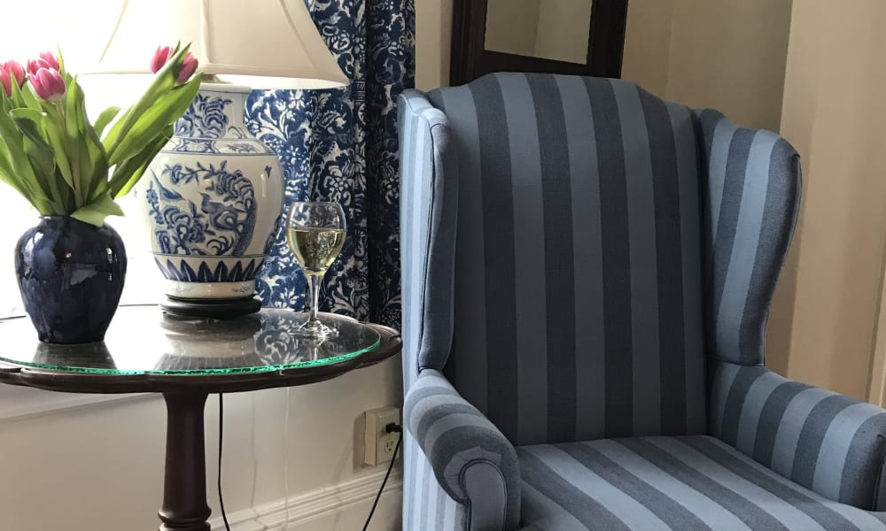 sitting area in governor davis suite