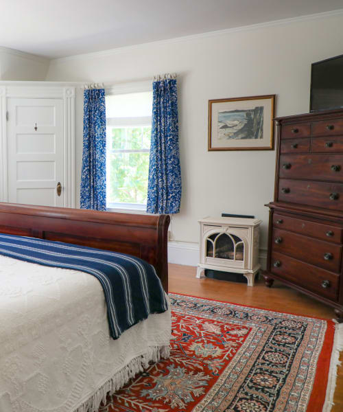 four poster bed, bureau, gas fireplace