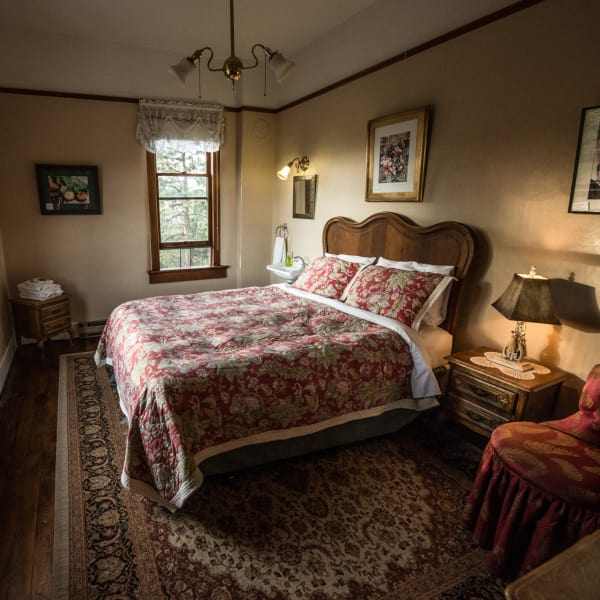 Traditional Queen 2: Historic Balch Hotel, centrally located on the columbia river gorge in Dufur, OR