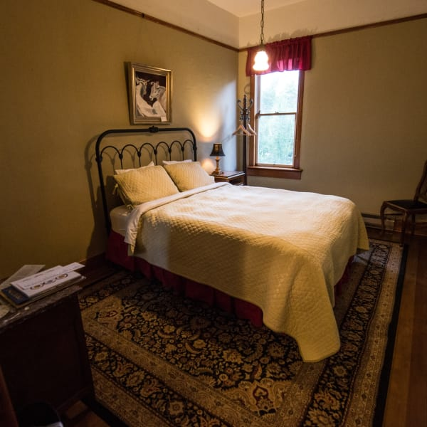 Traditional Queen: Historic Balch Hotel, centrally located on the columbia river gorge in Dufur, OR