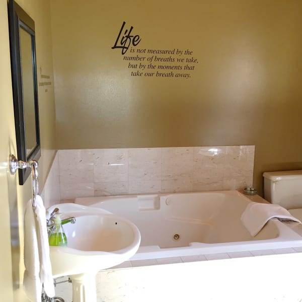 King Suite Bathroom:: Historic Balch Hotel, centrally located on the columbia river gorge in Dufur, OR