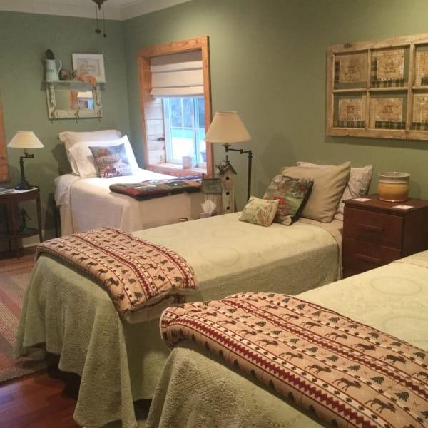 Dixie's Garden Guest Room