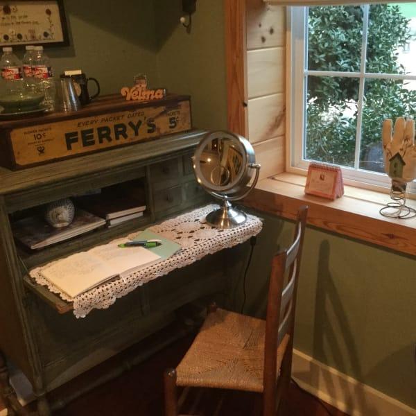 Dixie's Garden Vanity/Desk