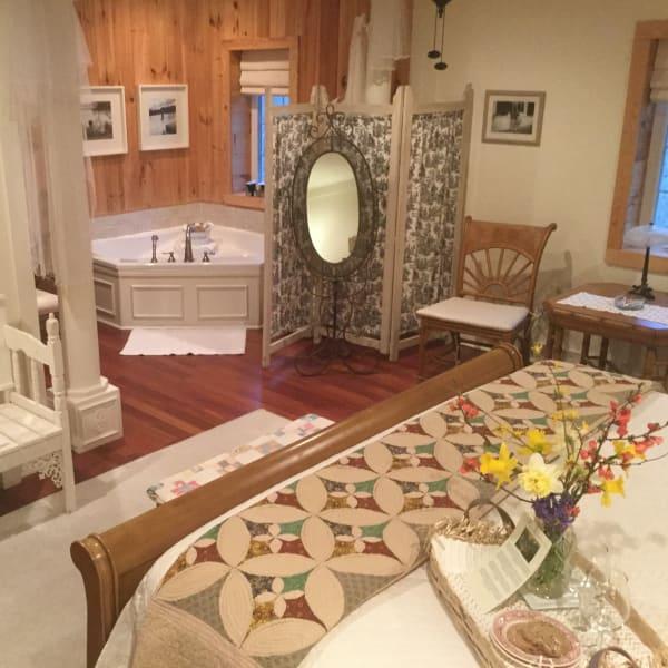 Compton Hollow Guestroom