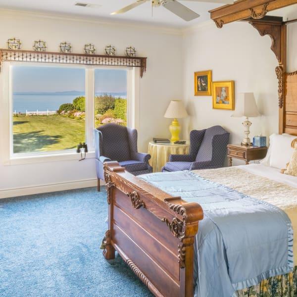 Marie Antoinette S Boudoir Port Angeles Sea Cliff Gardens Bed