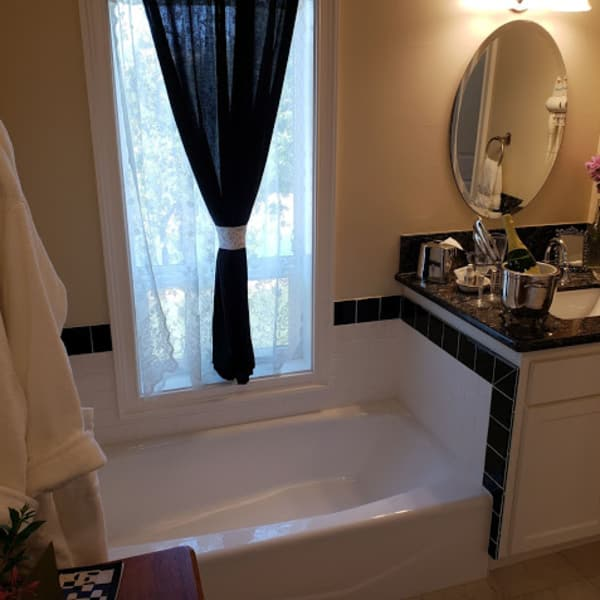 ...... the best view from a tub in the Inn ...... and also in all of Healdsburg!