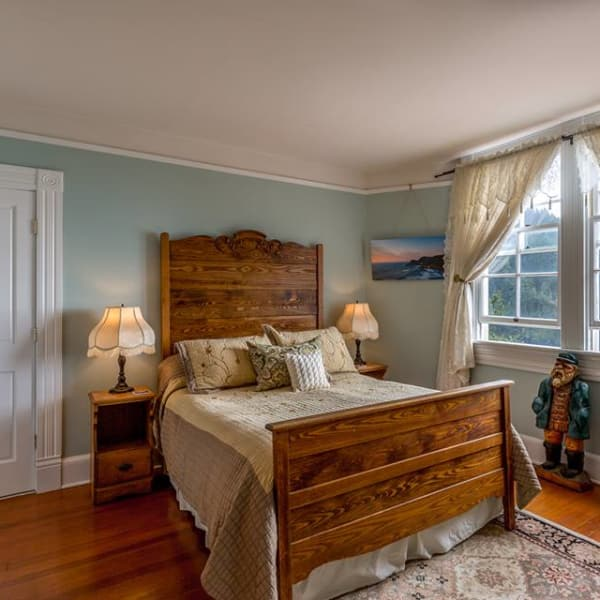 Mariner 1 room with ocean views and private bathroom