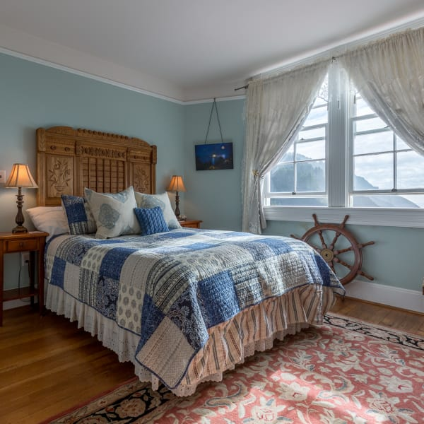 Both Mariner rooms can have a twin size roll-away bed prepared.