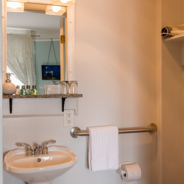 Both Mariner rooms have a private bathroom en suite with a shower.