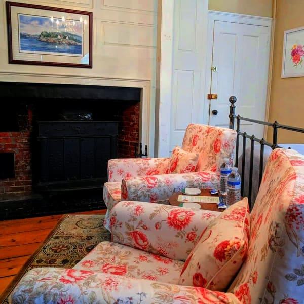 Dahlia Sitting Area