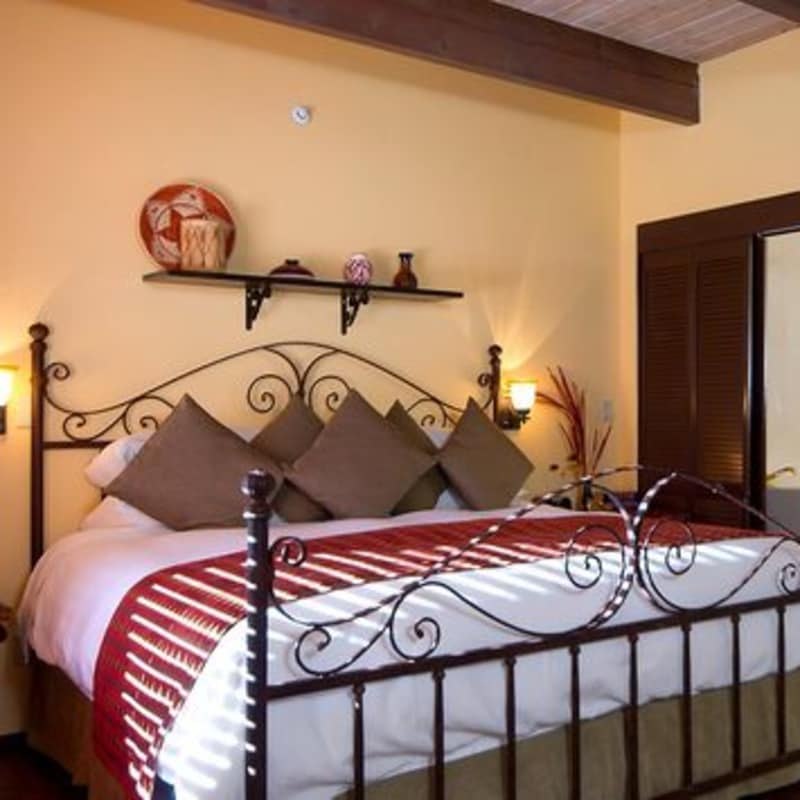 THE MASTER BED IN THE memories & moonbeams SUITE - SEDONA VIEWS B&B