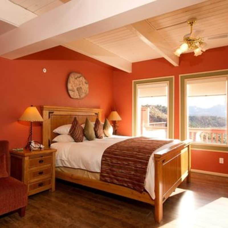 THE MASTER BED IN THE morning glory SUITE - SEDONA VIEWS B&B