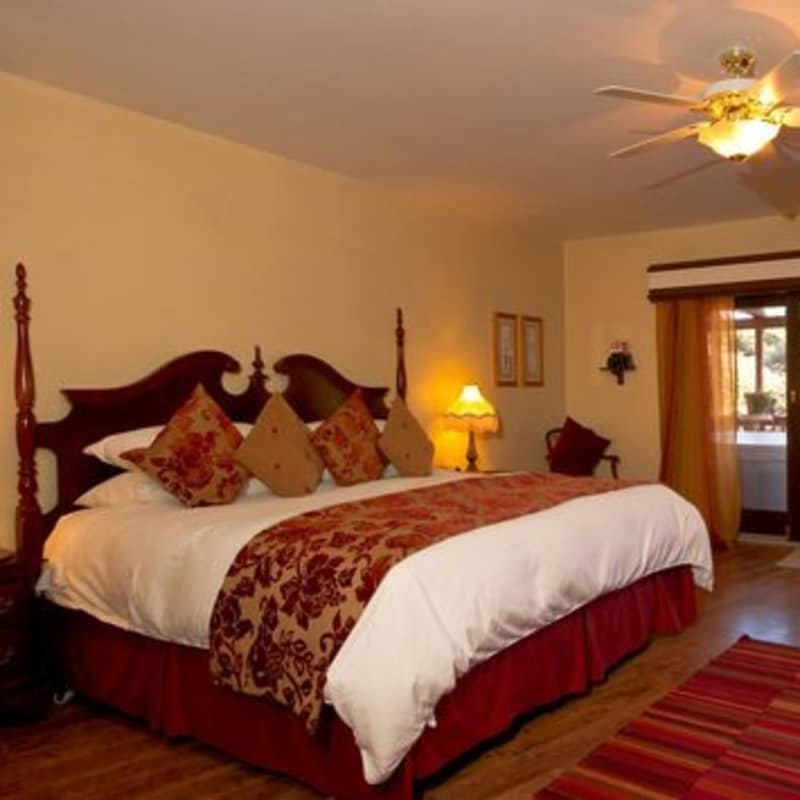 THE MASTER BED IN THE Sweet dreams SUITE - SEDONA VIEWS B&B