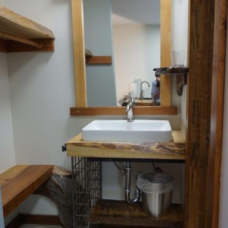 Room 26, bathroom area