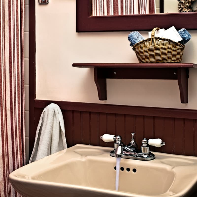 Photo of sink in bathroom of Red Maple room