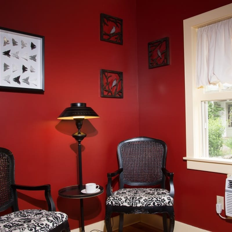 Photo of seating and window in Red Maple room