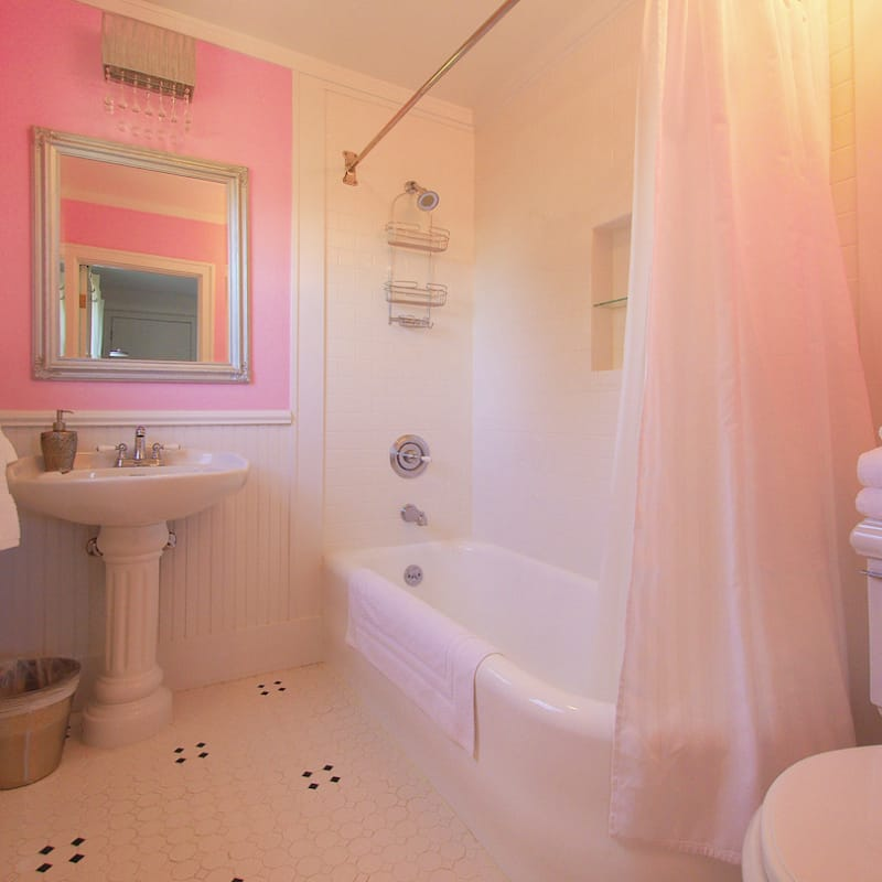 Adorable pink bath for the Lydia Room