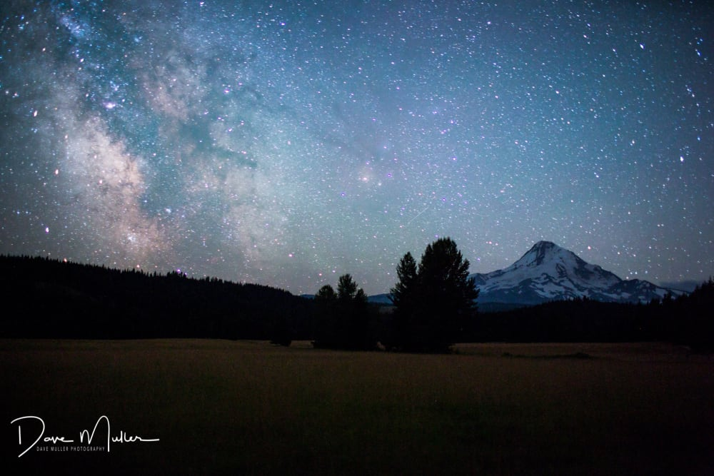 Ursids in the Dark Sky over Mt Hood