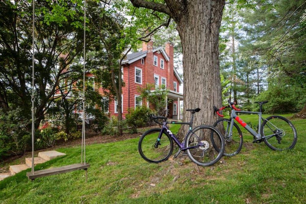 Featured Inn: Applewood Manor