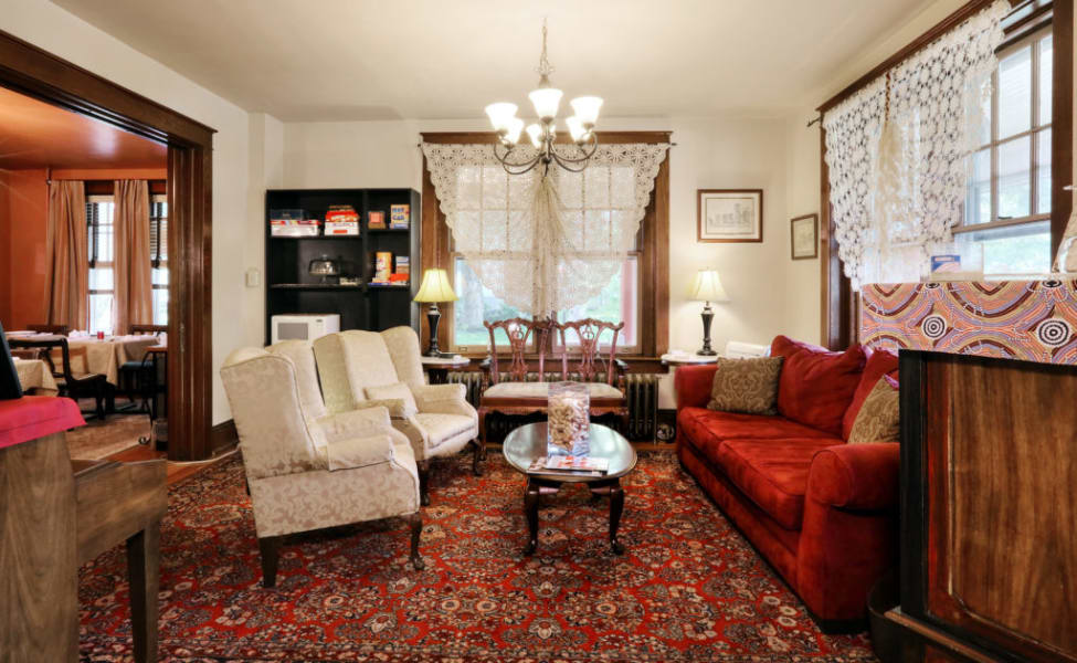 the sitting room at walkabout inn