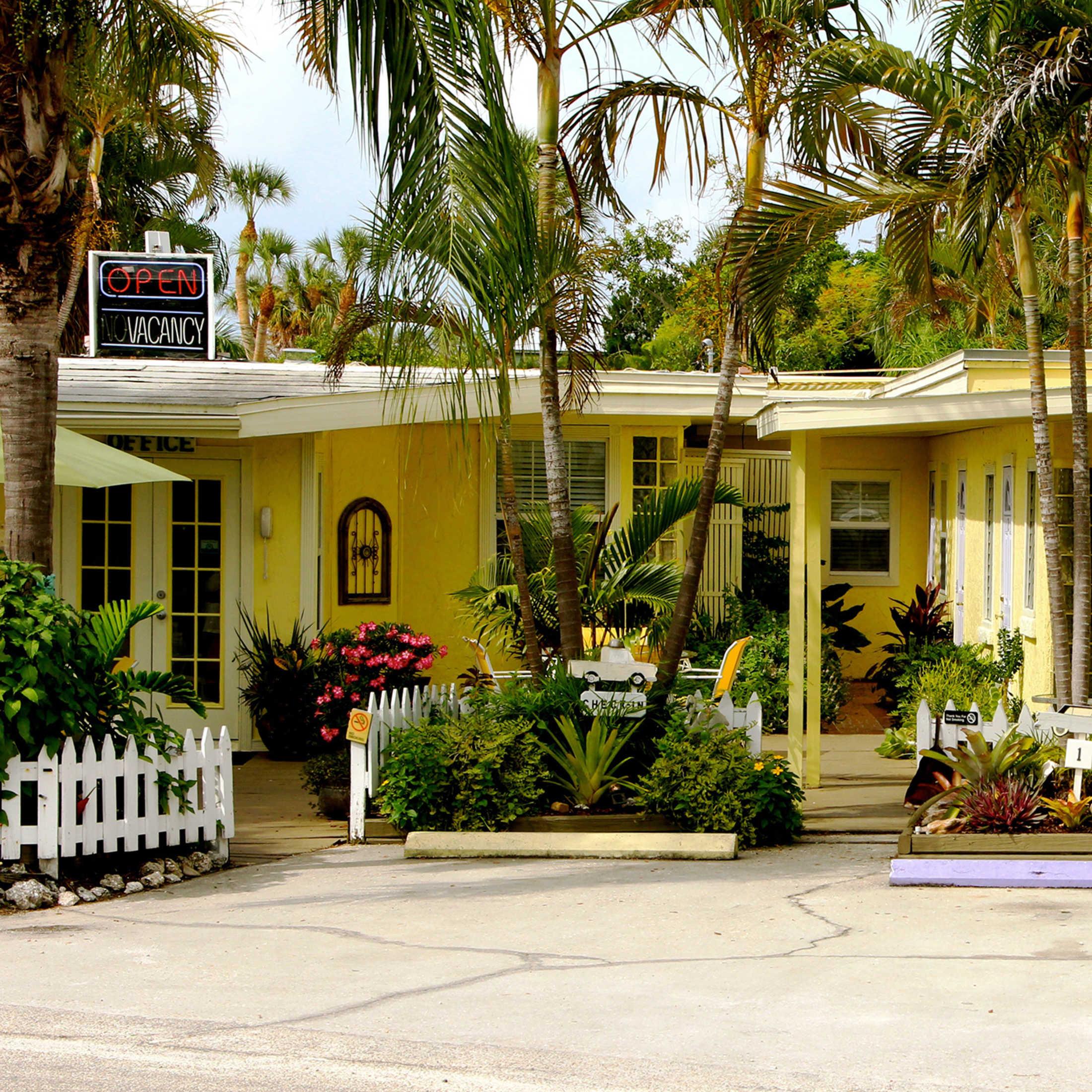 Beach House Anna Maria Island: Haley's Motel And Resort