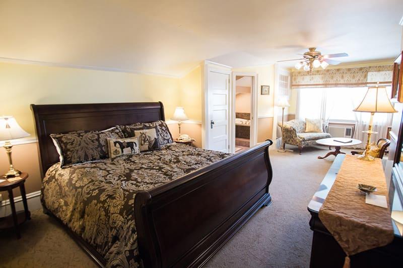 Featured Room: Royal Hideaway
